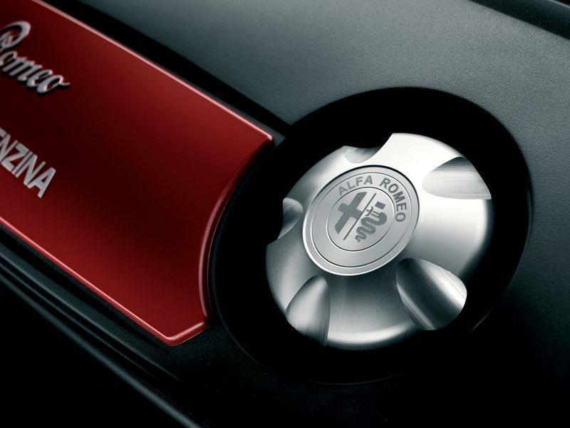 Giulietta Logo'd Aluminium Petrol Engine Oil Cap - 50903517